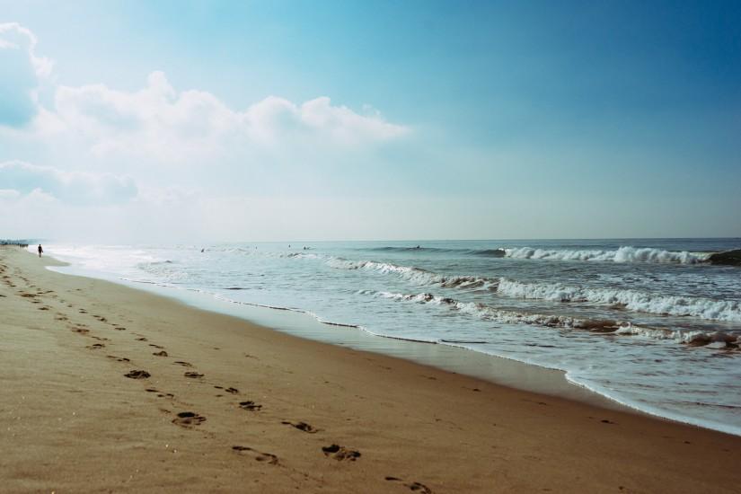 beach-footprint-sea-5342-825x550